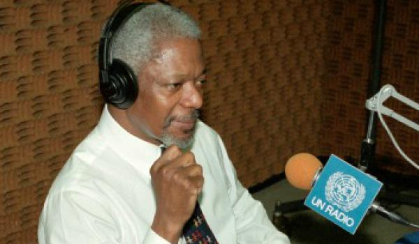Kofi Annan being interviewed